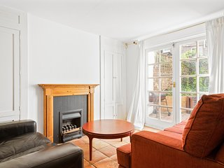 Spacious 4 Bed House w/Terrace in Angel Islington