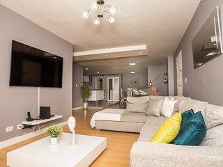 Spacious Lleras Loft Apartment with A/C