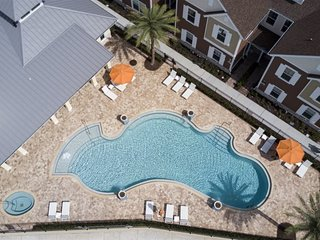 Luxurious 4 Bedroom Family Friendly Close to Disney 7522
