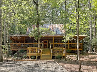 Secluded woodland cabin w/ hot tub, firepit & fireplace!