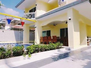 Baan Daw Rueng Pool Villa.