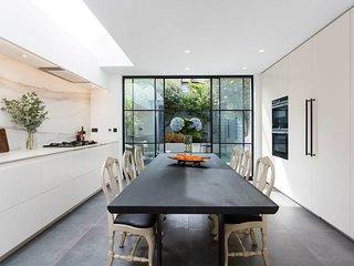Veeve - Marbled Design Retreat