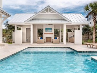 Beautifully Appointed Coastal Paradise/Private Pool/Backyard Oasis/Steps to Beac