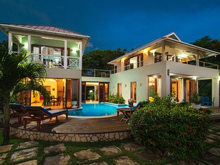 WATERFRONT BALINESE STYLE! POOL! STAFF! SUNSETS! Little Waters Negril 3BR