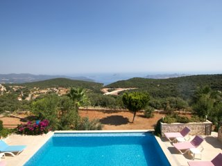 Villa Katja: Secluded beauty with infinity pool