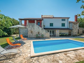 Stunning home in Rovinj w/ WiFi and 5 Bedrooms (CIV399)