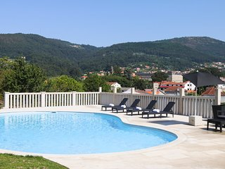 Campelo Villa Sleeps 12 with Pool - 5812799