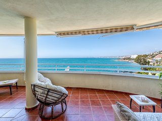 Costa Quebrada - Beachfront 3BR Apartment with Huge Terrace & Sea Views