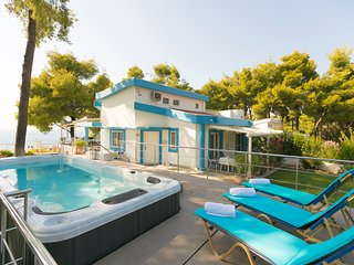 Sani Beach Gallery Villa, the perfect choice for your next luxurious vacation!
