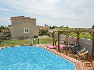 Awesome home in Jonquiéres-St-Vincent w/ WiFi and 3 Bedrooms (FLG428)
