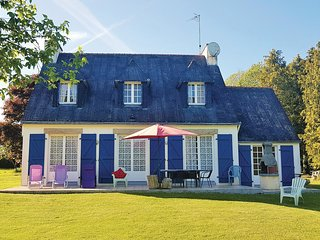 Beautiful home in Concarneau w/ WiFi and 4 Bedrooms (FBF429)