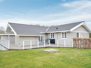 Stunning home in Ebeltoft w/ Sauna, WiFi and 5 Bedrooms (D11775)