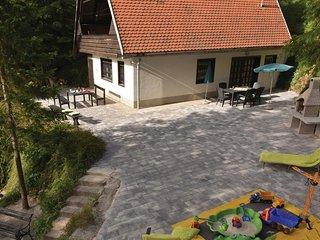Beautiful home in Preserje w/ WiFi and 3 Bedrooms (SCE100)