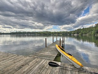Lake Winnipesaukee Cottage w/ Kayaks & Dock!