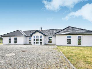 Awesome home in Blåvand w/ Sauna, WiFi and 5 Bedrooms (P32679)