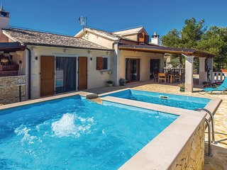 Awesome home in Supetar w/ Jacuzzi, WiFi and 3 Bedrooms