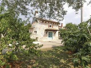 Awesome home in Porec w/ WiFi and 2 Bedrooms