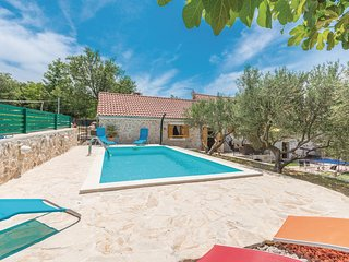 Nice home in Jagodnja Gornja w/ WiFi, 2 Bedrooms and Outdoor swimming pool