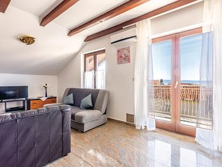 Nice home in Podstrana w/ WiFi and 2 Bedrooms
