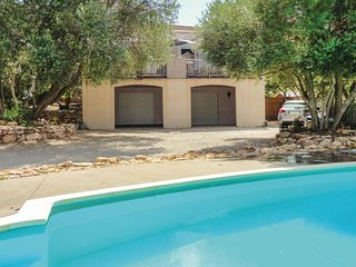 Stunning home in Balaruc-Les-Bains w/ WiFi, 3 Bedrooms and Jacuzzi (FLH219)