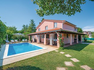 Awesome home in Rovinj w/ WiFi and 4 Bedrooms (CIV425)