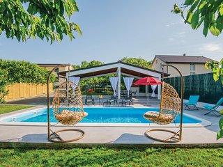 Stunning home in Prolozac Donji w/ Outdoor swimming pool, WiFi and Outdoor swimm