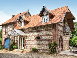 Stunning home in Hericourt-en-Caux w/ WiFi and 6 Bedrooms