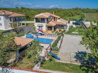 Stunning home in Rezanci w/ Jacuzzi, WiFi and 5 Bedrooms