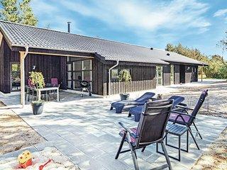 Nice home in Blavand w/ Sauna, WiFi and 4 Bedrooms (P32137)