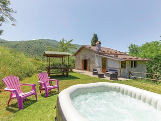 Amazing home in Casoli LU w/ 2 Bedrooms and Jacuzzi (ITL196)