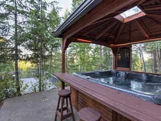 Whitefish town home with huge deck, outdoor hot tub, lake views and immaculate l