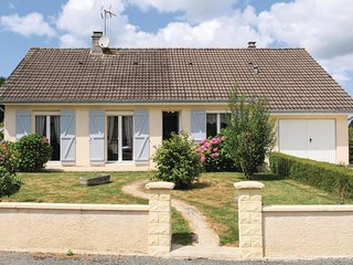 Beautiful home in Chef du Pont w/ WiFi and 5 Bedrooms