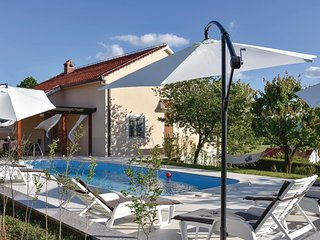 Amazing home in Bajagic w/ WiFi and 3 Bedrooms (CDT962)