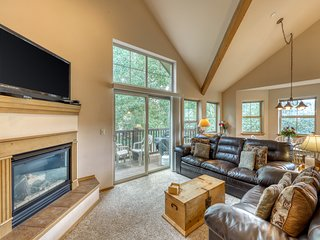 Modern condominium with fireplace & shared hot tub - close to town!