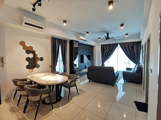 LUXURY SUITE / 8 Pax / KK Area / Near IMAGO / Infinity Swim.Pool + Sunset view