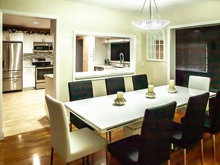 Modern , style 5 min from hollwood beach and down town, 4 Bedrooms, sleep 12