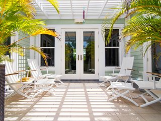 Pomegranate Cottage: Island Cottage on Boutique Micro-Resort 10 mins from Seven