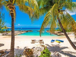 Casa Luna #4 by Grand Cayman Villas & Condos