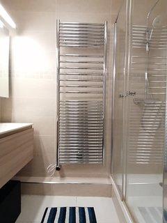 Salle de bain sèche serviettes