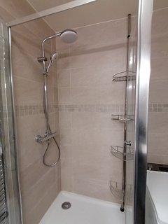 Salle de bain ,douche marque Groove