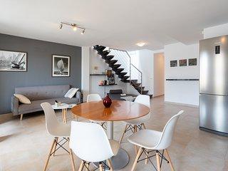 Marina penthouse: Wifi, Tv sat, Aircond., 3 bedr.+3 bathr., 60 mts. from BEACH