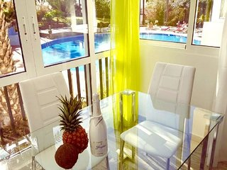 103.Enchanting pool view, fiber 600 mb, sea front
