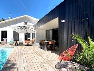 Tres belle Villa 150m de la plage (Estagnots) - Piscine chauffee - 10 personnes