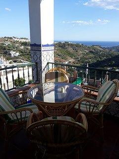 Terraza de la casa .con vistas al mar y a un paisaje fantastico