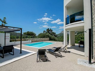 Pula Villa Sleeps 6 with Pool and Air Con - 5812806