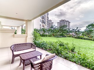 First-floor condo in Jaco w/ terrace, shared pool - near to the beach!