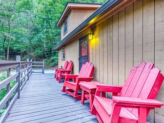 NEW LISTING! Cabin w/private hot tub, foosball & wrap-around deck - dogs OK!