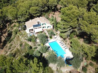 VILLA LENTIS Beautiful Villa with Large Heated Pool on the Hills of Nice
