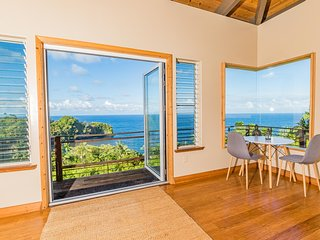 Oceanview Suite | Yoga and Breakfast Included | Kaipo