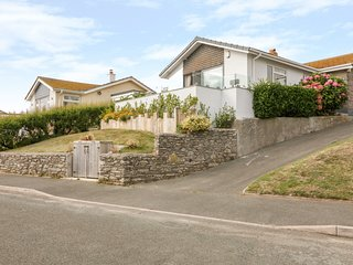 SEASCAPE (HOPE COVE), dog-friendly, sea view, garden/terrace, parking